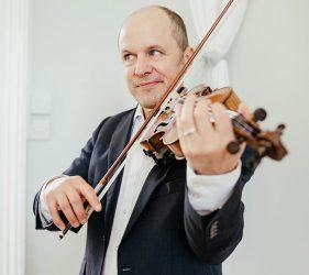 Dan Baker playing violin